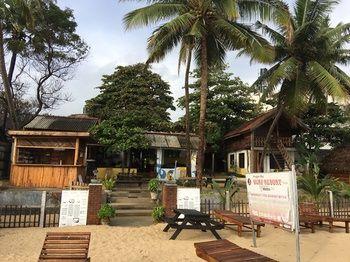 WATER EDGE RESORT - Sri Lanka - ARUGAM BAY