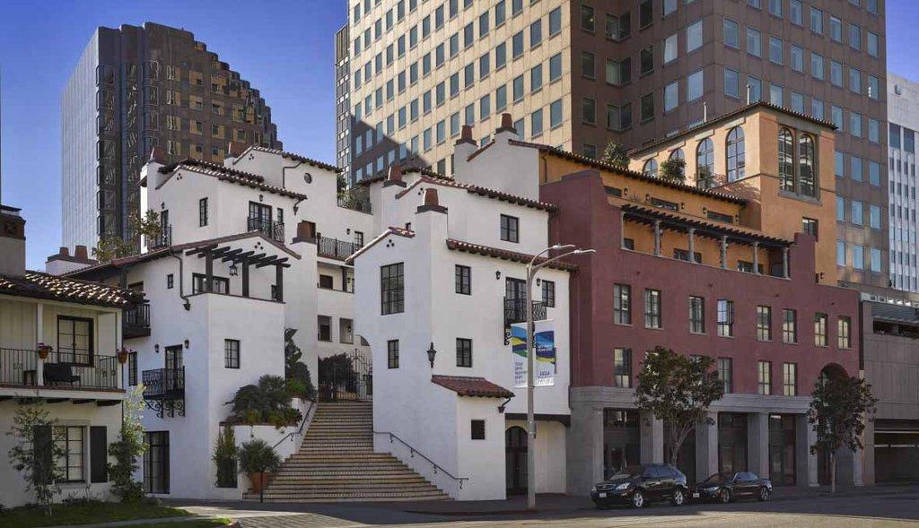 PLAZA LA REINA - United States - Los Angeles