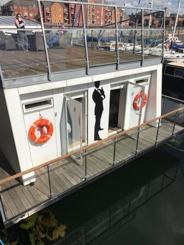 007 HOUSE BOAT - United Kingdom - Liverpool