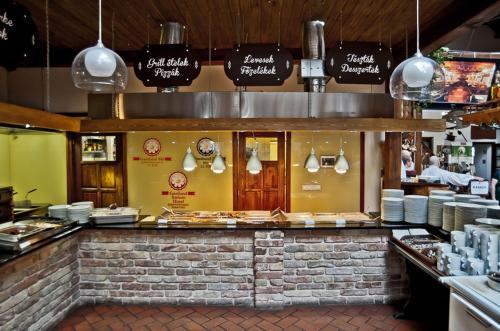 Gastland M1 Hotel & Restaurant - Hungary - Budapest