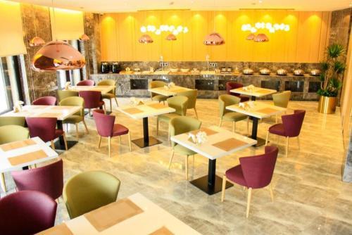 Ji Hotel Shanghai Caohejin Development Area Zhongxin Road - China - Shanghai