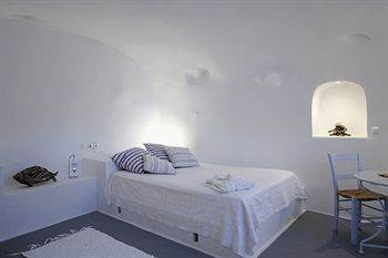 AGHIOS ARTEMIOS TRADITIONAL HOUSES - Greece - Santorini